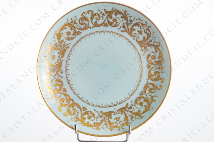 Dessert plate in china decorated by the workshop Le Tallec in Paris, with an hand-painted pattern of gold arabesques on a clear green background