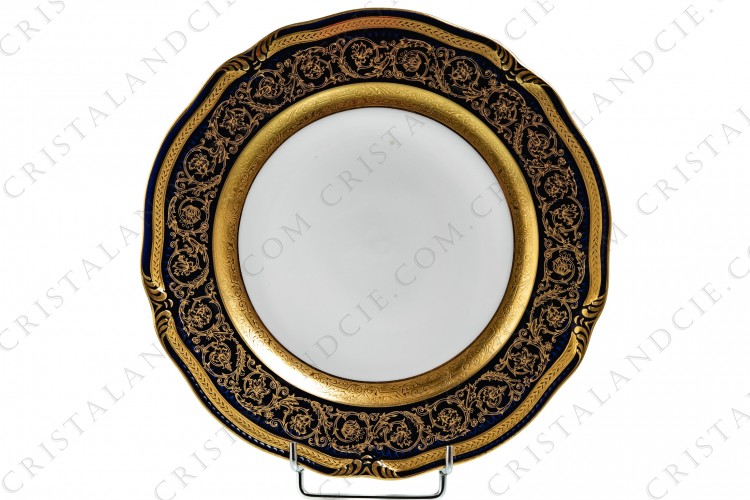 Assiette plate bleu de four incrustations or par Bernardaud