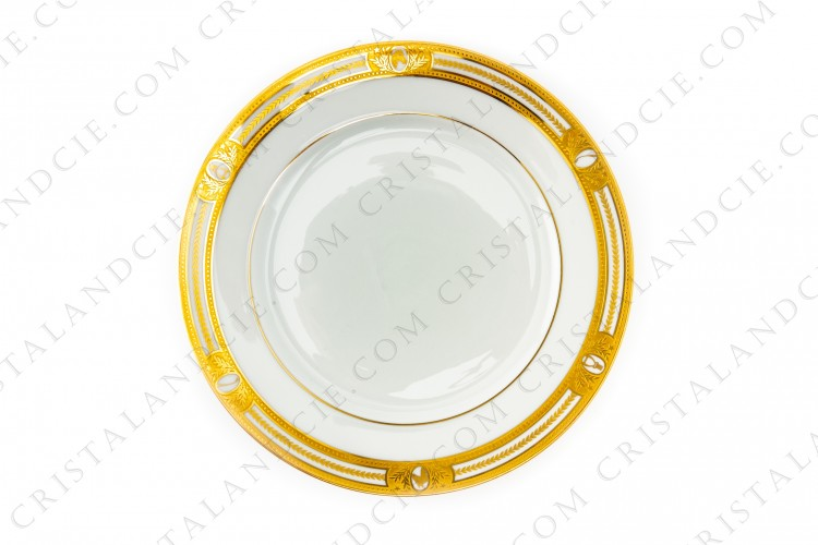Dinner plate in Limoges china by Haviland et Parlon decorated with gold inlays on the subject of horseback riding photo-1