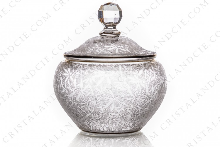 Box in crystal by Baccarat Art Nouveau decorated with an engraved with the acid pattern of leaves photo-1