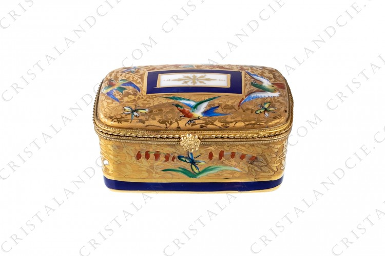 Box in china hand decorated by the workshop Le Tallec, decorated with polychromes birds of paradise, butterflies and flowers on a gold background photo-1