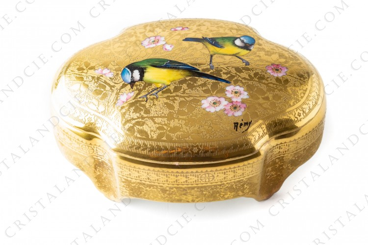 Box in Limoges china by Paulhatcovered with gold inlays, decorated with flowered plum tree which pink flowers are hand enameled photo-1