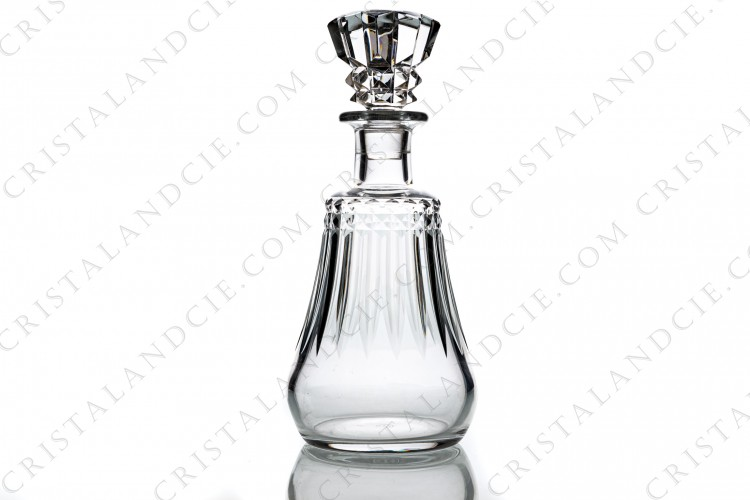 Decanter in crystal by Baccarat pattern Piccadilly with an important cut pattern
