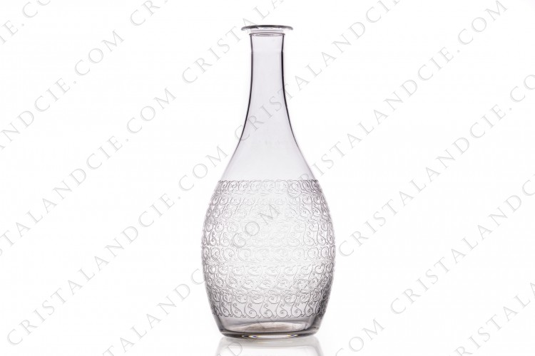 Decanter in crystal by Baccarat with the engraved pattern Rohan