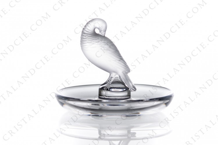 Ashtray in crystal by Lalique pattern turtledove, with a bowl in clear crystal and the turtledove in frosted crystal photo-1
