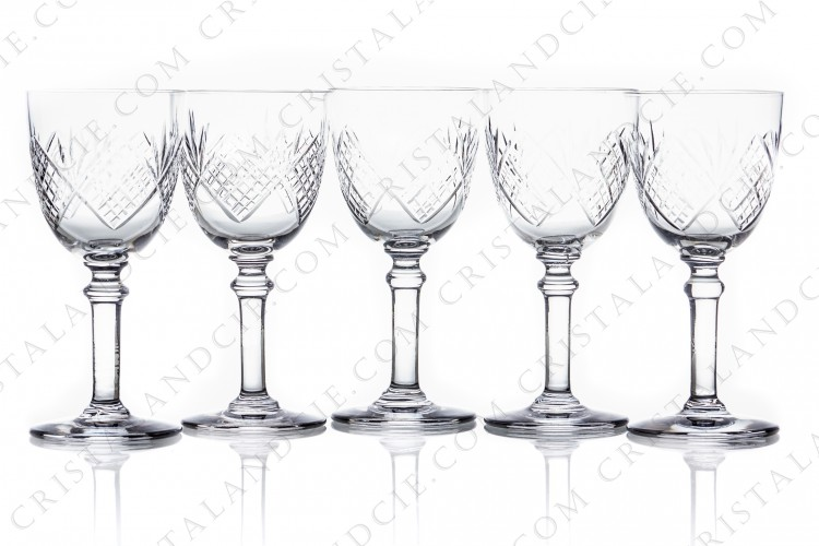 Set of five Sherry glasses n°5 in crystal by Saint-Louis with a cut pattern photo-1