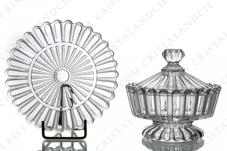 Jam jar in molded crystal by Baccarat decorated with frosted bevels