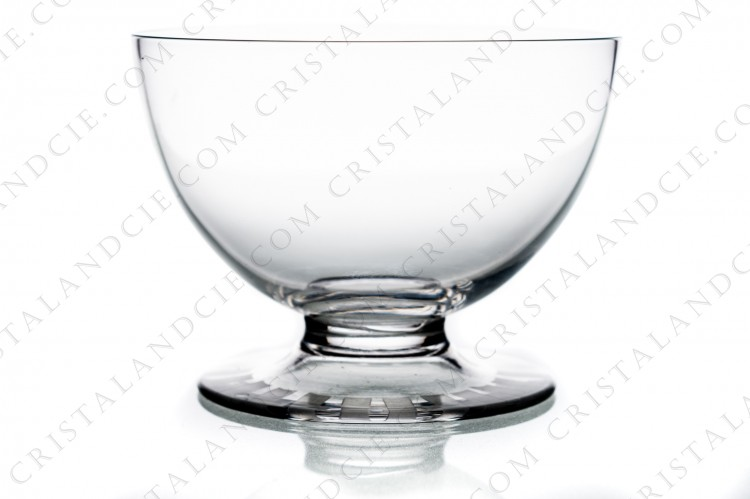 Champagne saucer in crystal by Daum pattern Briançon with a cut and frosted Art Deco pattern on the foot