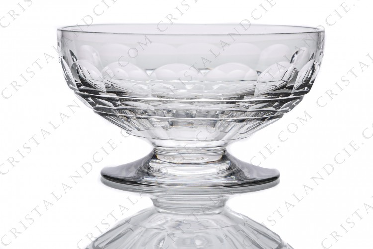 Champagne saucer in crystal by Baccarat pattern Charmes with a cut pattern on the gob