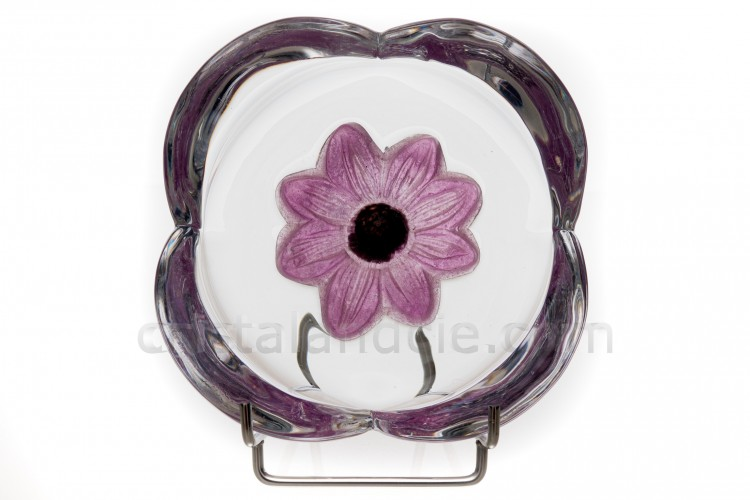 Small cup in crystal by Daum pattern Coppelia with a pink flower in pâte de verre