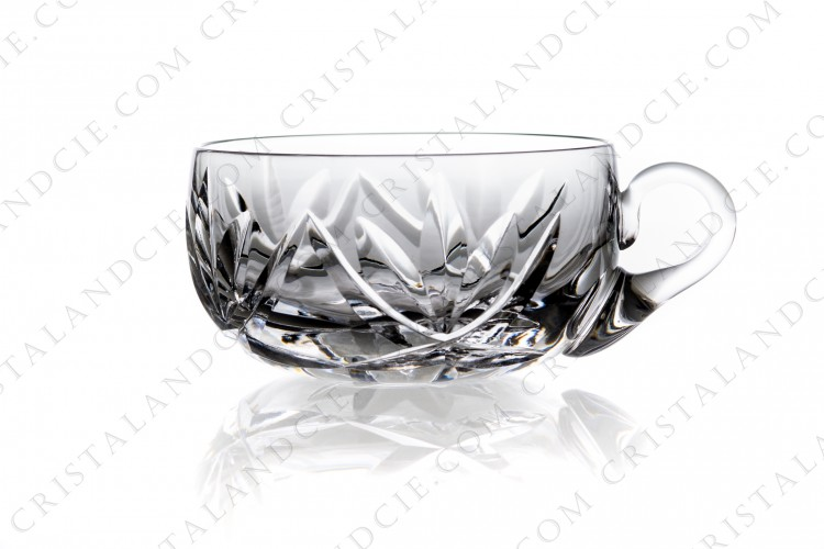 Small cup in crystal by Saint-Louis with a cut pattern of palmettes ans star on the bottom