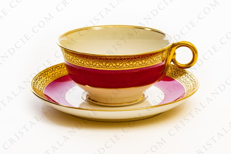 Breakfast cup in china of Limoges by Theodore Haviland decorated with a pink and gold stripes, and a gold inlays frieze
