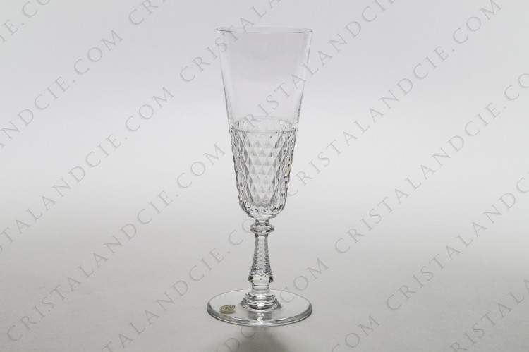 Champagne flute in crystal by Val Saint-Lambert pattern Heidelberg diamond cut with a carved decor