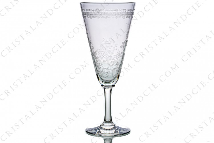 Champagne flute in crystal by Baccarat pattern Lafayette with an important engraved pattern of vegetables arabesques