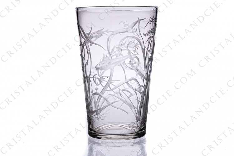 Tumbler in crystal with an important hand-engraved pattern of seaweeds and fishes photo-1