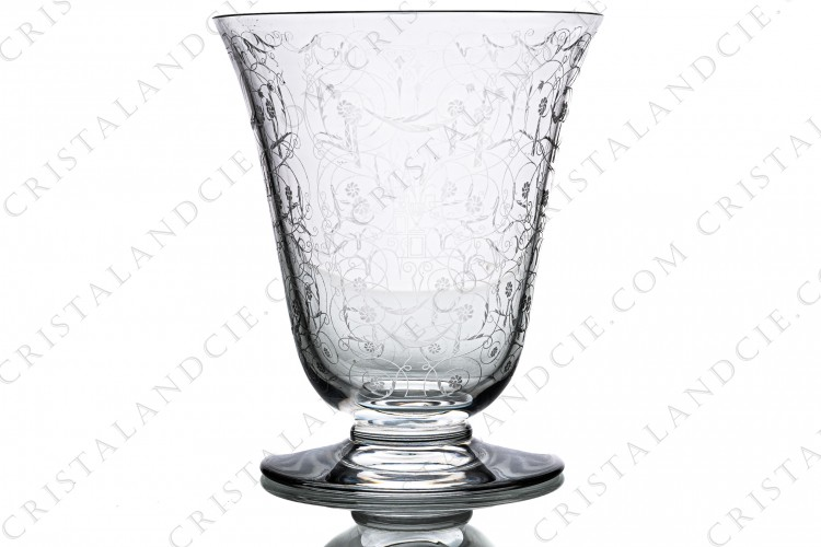 Big vase in crystal by Baccarat pattern Michelangelo with an important engraved pattern