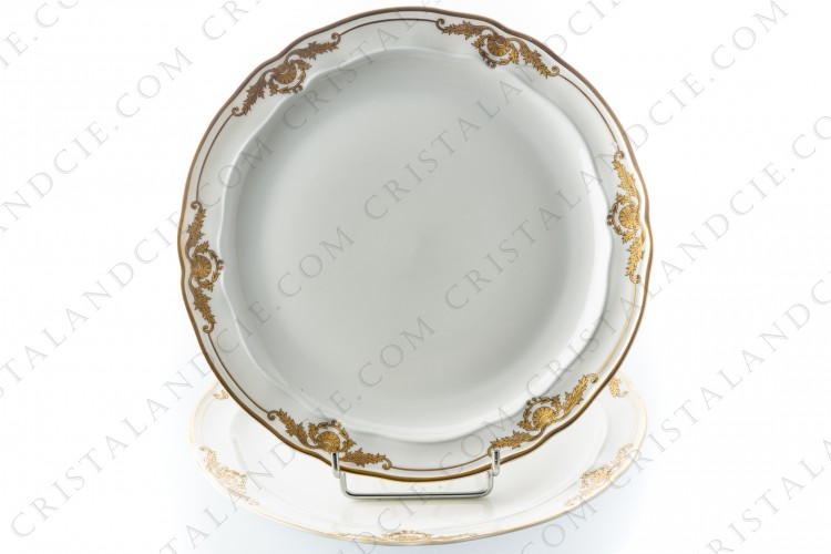 Pair of dinner plates in Limoges china by Bernardaud pattern Coquille decorated with gold shells and arabesques photo-1