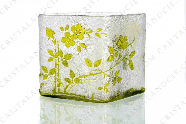 Jar in yellow double layer crystal by Baccarat pattern Eglantiers with a pattern of wild roses in yellow crystal and a clear engraved with the acid background