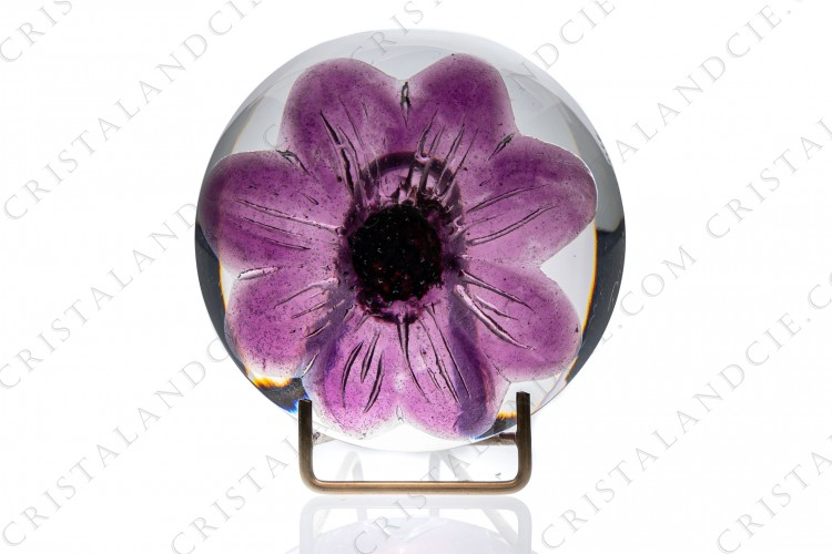 Paperweight in crystal by Daum pattern Coppelia with a purple flower in pate de verre