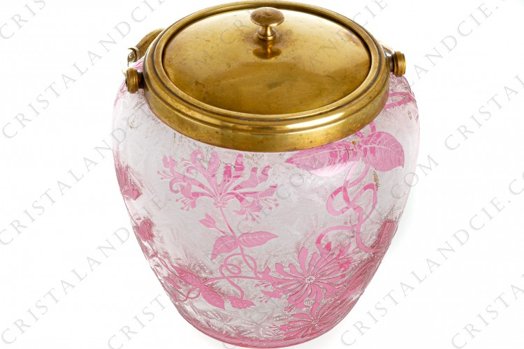 Art Nouveau cookie jar in pink double layer crystal by Baccarat decorated with pink honeysuckle and an engraved with the acid background photo-1