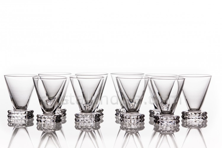 Set of cordial glasses in crystal by Saint-Louis pattern Diamant, the foot is decorated with diamond tips