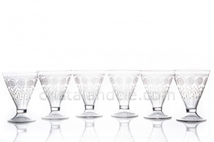 Set of six wine glasses in crystal by Baccarat shape 11965, matt engraved 12117, with an engraved pattern of flowers and a hollow foot