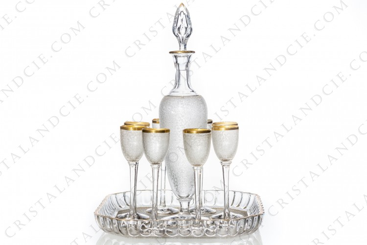 Cordial set in crystal by Saint-Louis with an engraved with the acid pattern and gold stripes