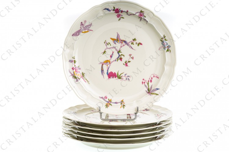 Set of six dinner plates in china of Limoges by Bernardaud pattern Chantilly with a Japanese polychrome pattern of flowers and birds of paradise