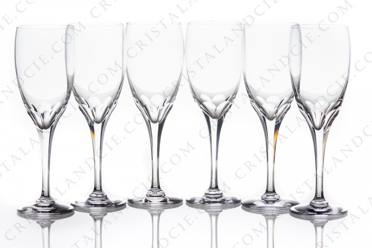 Set of six Champagne flutes in crystal by Lalique pattern Tuileries with the stem is decorated with flatcuts