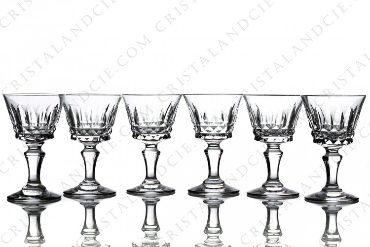 Set of six cordial glasses in crystal by Baccarat pattern Piccadilly with a cut pattern