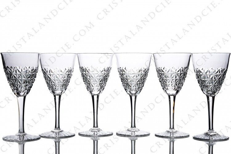 Set of six wine glasses n°3 in crystal by Baccarat pattern Bellinzona with an important cur pattern on the gob and the foot