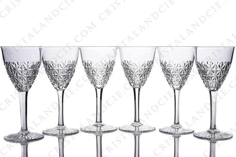 Set of six wine glasses n°4 in crystal by Baccarat pattern Bellinzona with an important cur pattern on the gob and the foot