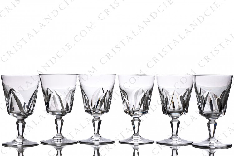 Set of six wine glasses n°3 in crystal by Baccarat pattern Chartres with a cut pattern on the gob