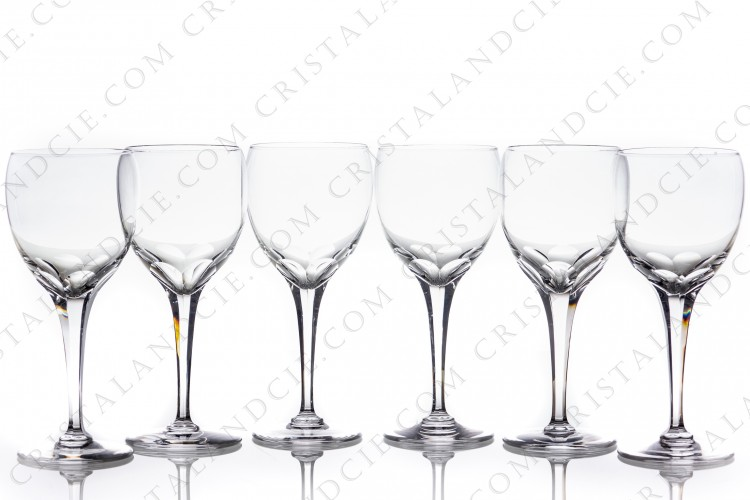 Set of six wine glasses n°3 in crystal by Lalique pattern Tuileries with a stem decorated with flatcuts