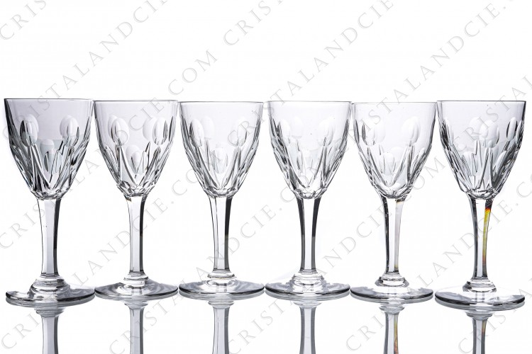 Set of six wine glasses n°4 in crystal by Saint-Louis pattern Vic with a cut pattern