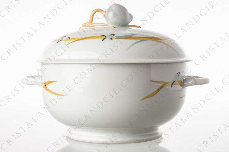 Soup tureen in Limoges china by Coquet pattern Briere, shape Muscade, decorated with birds on branches