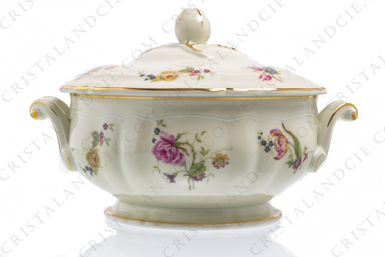 Soup tureen in china of Limoges by Bernardaud shape Régence decorated with polychromes flowers