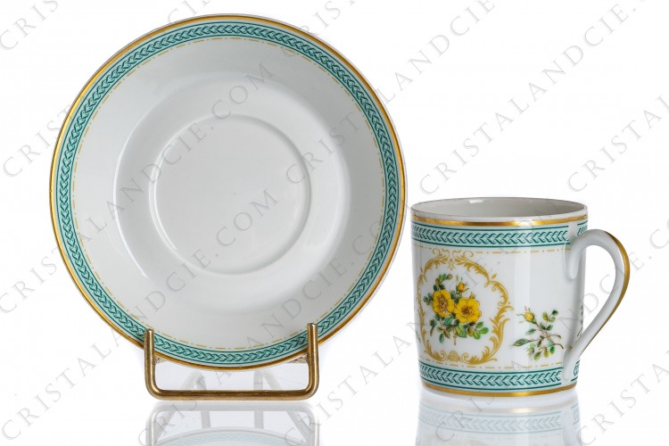 Coffee cup in Limoges china by Haviland collection Empress Josephine pattern Austrian Gold, decorated with polychromes Austrians roses and with green and gold friezes and borders