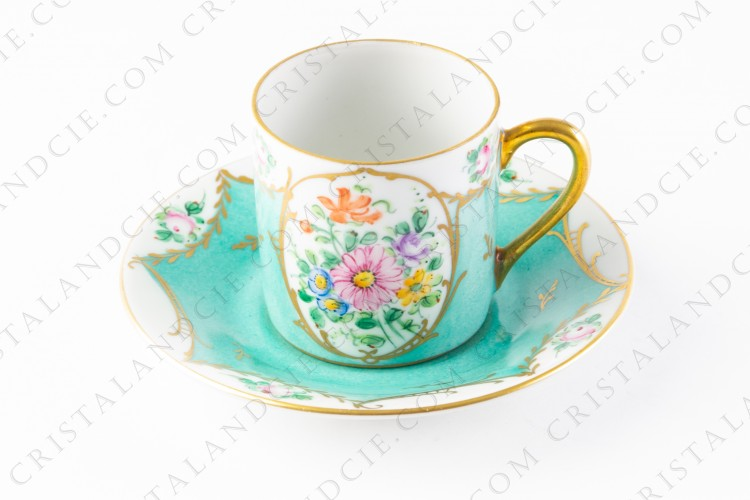 Moka cup in china hand painted by the workshop DT, with polychrome bouquet of flowers on a green background photo-1
