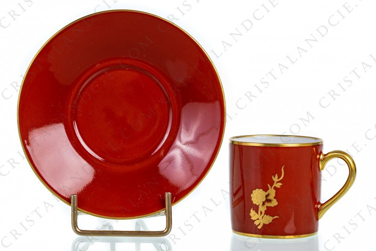 Moka cup in Limoges china by Bernardaud pattern Séoul corail decorated with a gold flower stem on a coral background