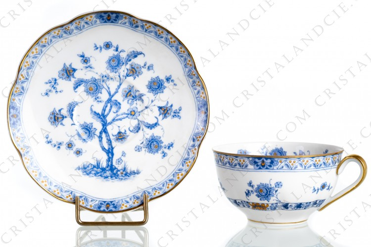 Tea cup in Limoges china by Haviland pattern Arbre blue shape Lutece decorated with a blue flowered tree in the middle, with vegetables friezes and with a gold border