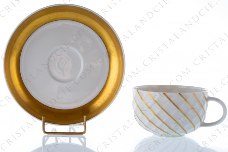 Tea cup in German china by Thomas pattern Holiday in Prague, decorated with a gold enhanced grid on the cup, and a large gold border on the saucer