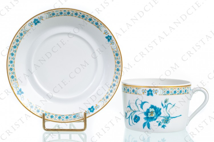 Tea cup in Limoges china by Haviland, pattern Nankin decorated with blue and gold flowers