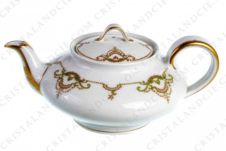 Tea pot in Limoges china by Théodore Haviland decorated with green and gold acanthus leaf foliage photo-1