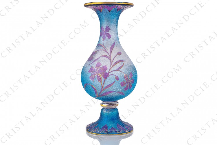 Art Nouveau vase in double layer crystal by Saint-Louis pattern with cornflowers with a blue background engraved with the acid, decorated with cornflowers in purple crystal enhanced with gold