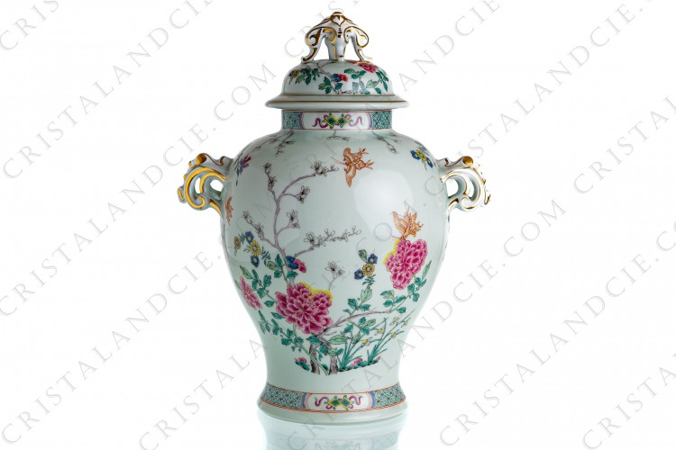 Covered vase in Limoges china by Haviland pattern Kien Long with a Chinese pattern of polychromes flowers and butterflies on celadon paste