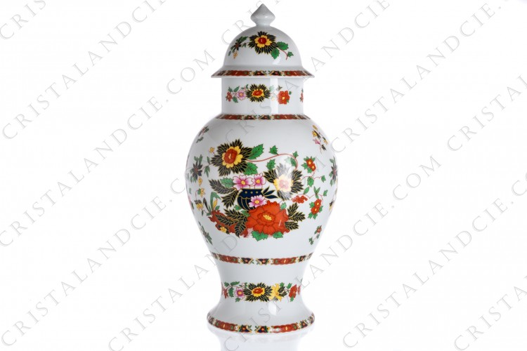 Vase in china of Limoges by La Seynie decorated with polychromes flowers