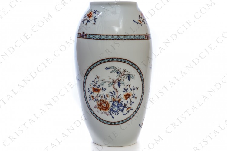 Vase in china of Limoges decorated with flowers and friezes in shades of blue and red photo-1