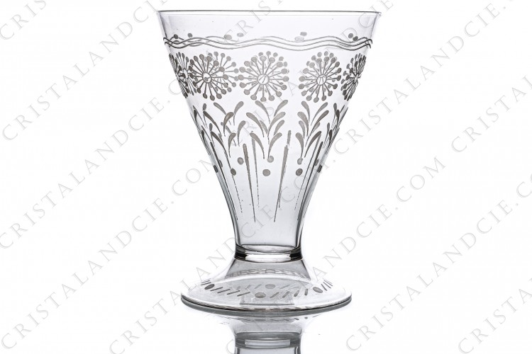 Water glass in crystal by Baccarat shape 11965, matt engraved 12117, with an engraved pattern of flowers and a hollow foot