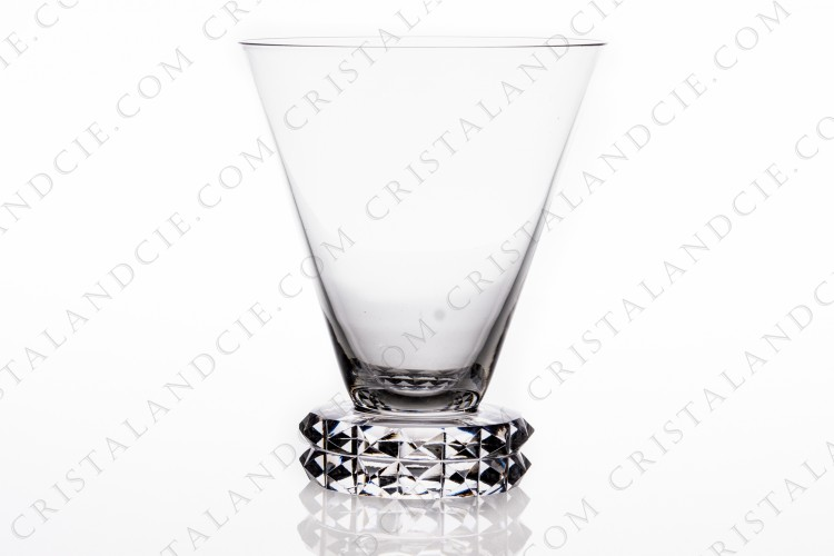 Watergoblet n°2 in crystal by Saint-Louis pattern Diamant, the foot is decorated with diamond tips